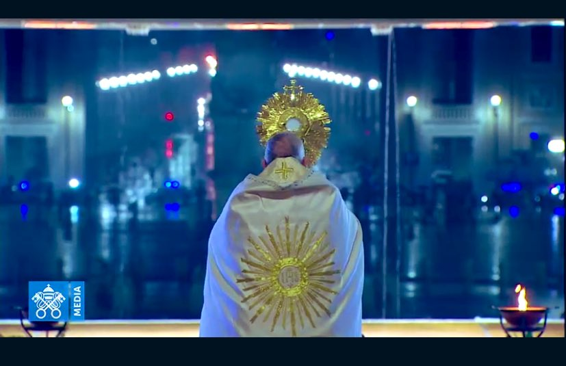 El Papa, solo